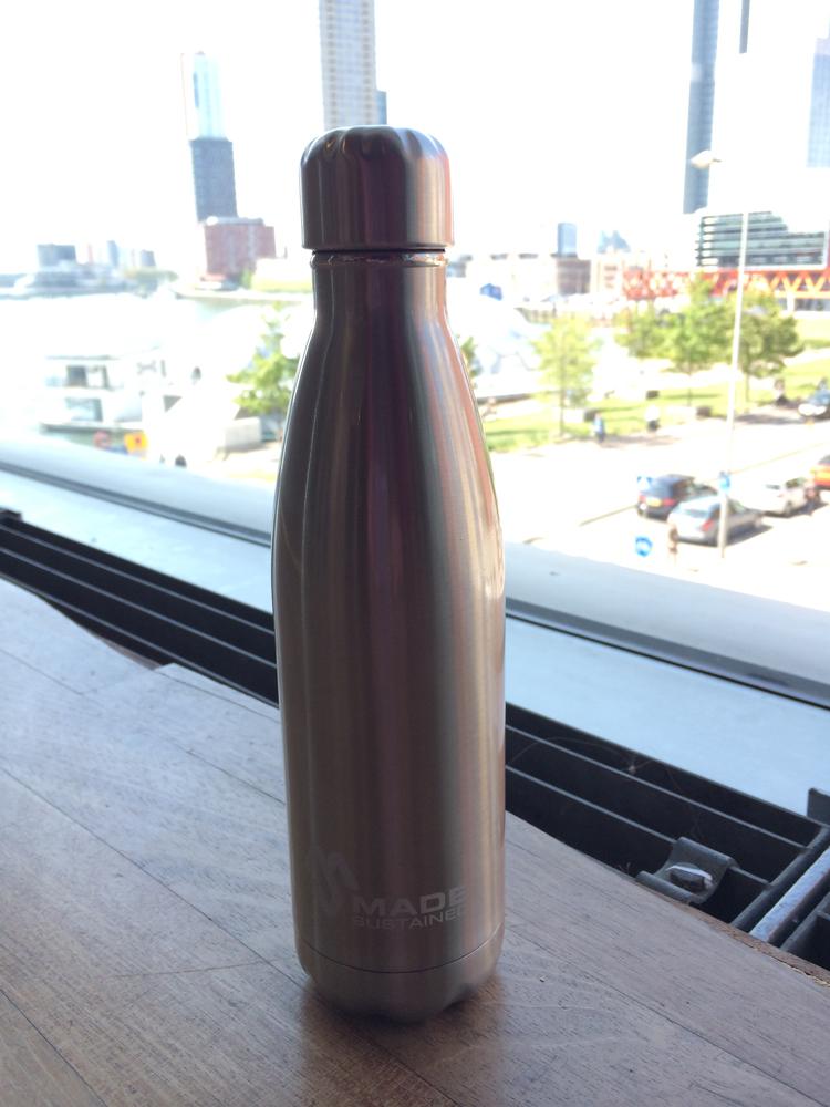 2-made-sustained-duurzaamheidskompas-grote-waterflessen-test