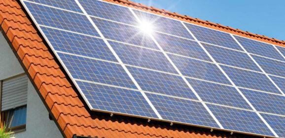 Een hete zomer; goed voor zonnepanelen?